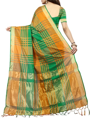 Checkered woven saree with blouse - 14896116 - Standard Image - 2