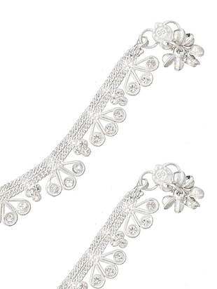 silver metal anklets and payal - 15017488 - Standard Image - 2