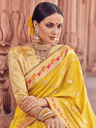Delicate golden zari woven  saree with blouse - 15176760 - Standard Image - 2