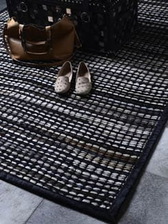 Brown And White Knitted Carpet - Lthr