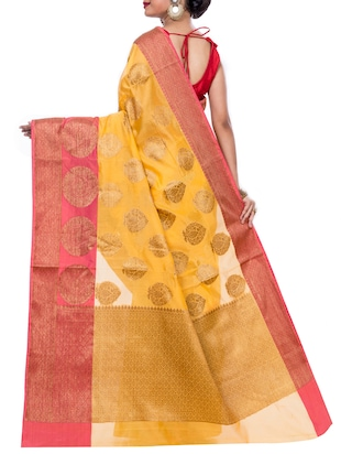 contrast border zari woven saree with blouse - 15398277 - Standard Image - 2