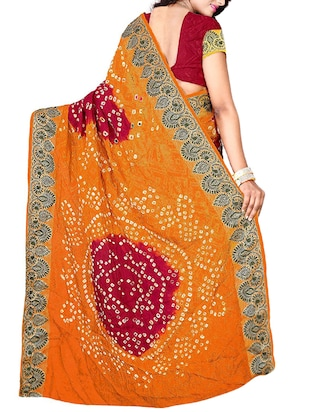 Delicate zari bordered bandhani saree with blouse - 15413685 - Standard Image - 2