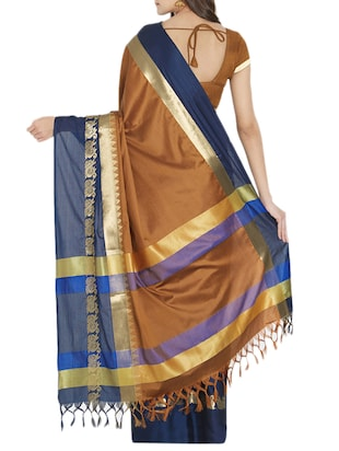 Contrast bordered handloom saree with blouse - 15419488 - Standard Image - 2