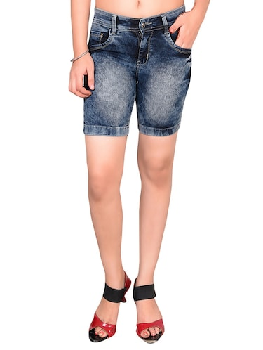 to wear - Night to Class out: white denim shorts video