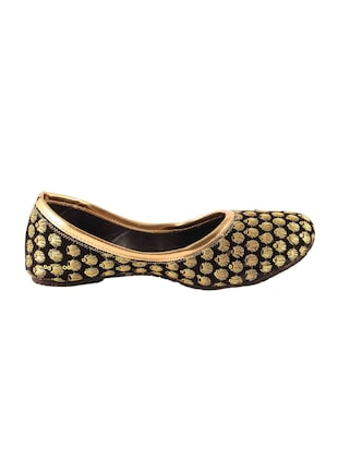 black slip on jutis - 15502327 - Standard Image - 2