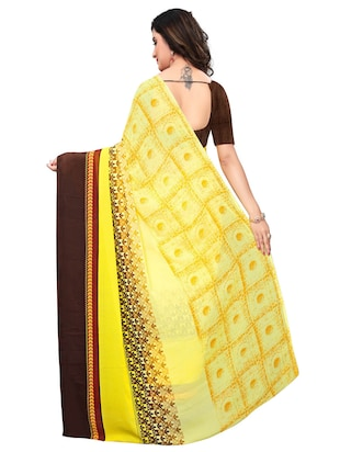 Contrast bordered geometrical saree with blouse - 15620319 - Standard Image - 2
