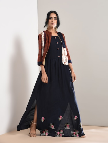 Embroidered slit kurta with jacket - 15760014 - Standard Image - 1
