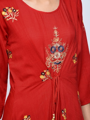 Layered embroidered kurta - 15760026 - Standard Image - 5