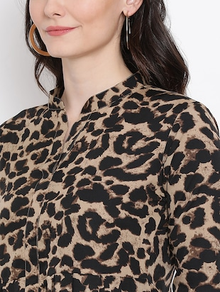 Animal prints asymmetric top - 16272439 - Standard Image - 5