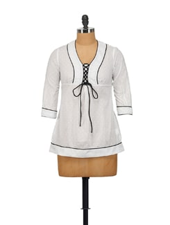 Chic White Top With Black Accentuations - House Of Tantrums