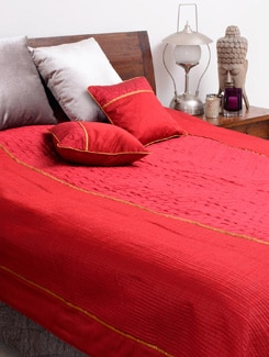Maroon And Gold Quilted Bed Cover Set With Two Quilted Cushions. - Nakalchee Bandar