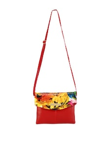 Chic Sling Bag With Floral Flap - Lino Perros