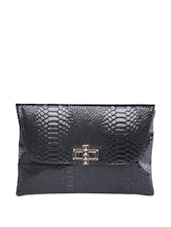 Black Glossy Envelope Clutch With Snake Skin Texture - Moda