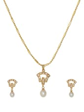 Delicate Gold Plated Necklace And Earrings With A Pearl Drop Base - Nisa Pearls