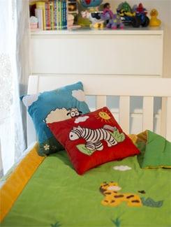 Giraffe Applique Baby Quilt With Yellow Border - Akshu