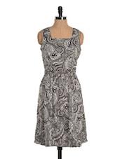 Monochrome Paisley Print Dress - Tapyti