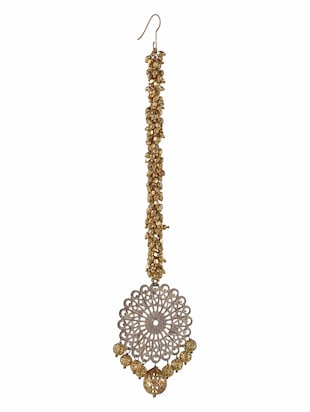 Gold filigree beaded maangtikka with cutwork