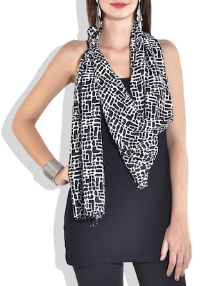 Black and white printed stole
