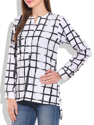 White and black poly crepe check box printed top - 9711995 - Standard Image - 2