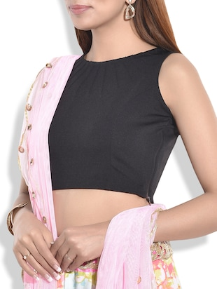 Solid black sleeveless stitched blouse