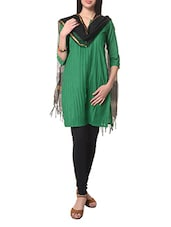 Green Quarter Sleeves Cotton Kurta With Black Cotton Dupatta - STRI